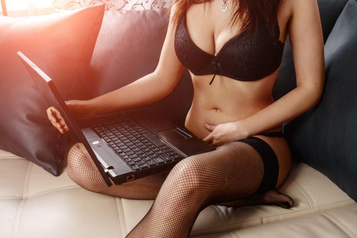 OnlyFans, le réseau social porno où l'on paie pour des photos de pieds