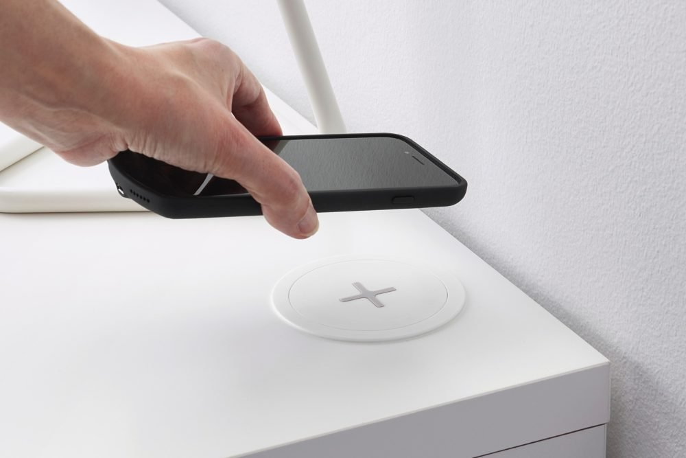 Chargeur induction e1597146087813 - Les chargeurs sans fil consomment 47% d'électricité de plus que les chargeurs filaires
