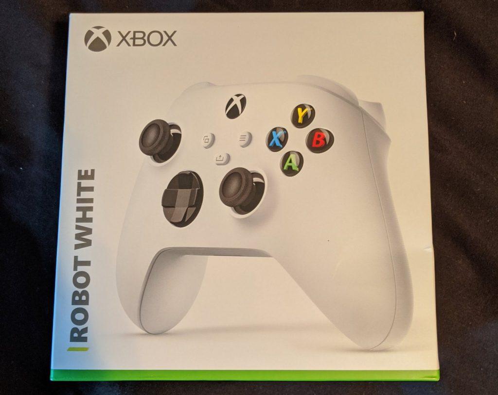 Fuite Boite Manette Xbox Series S 1024x814 1 - La Xbox Series S officialisée avec une fuite de la manette
