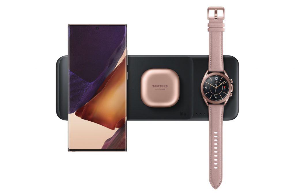 Samsung Chargeur sans fil Trio 1024x682 1 - Samsung dévoile un smartphone, une tablette, un bracelet, et un équivalent au AirPower