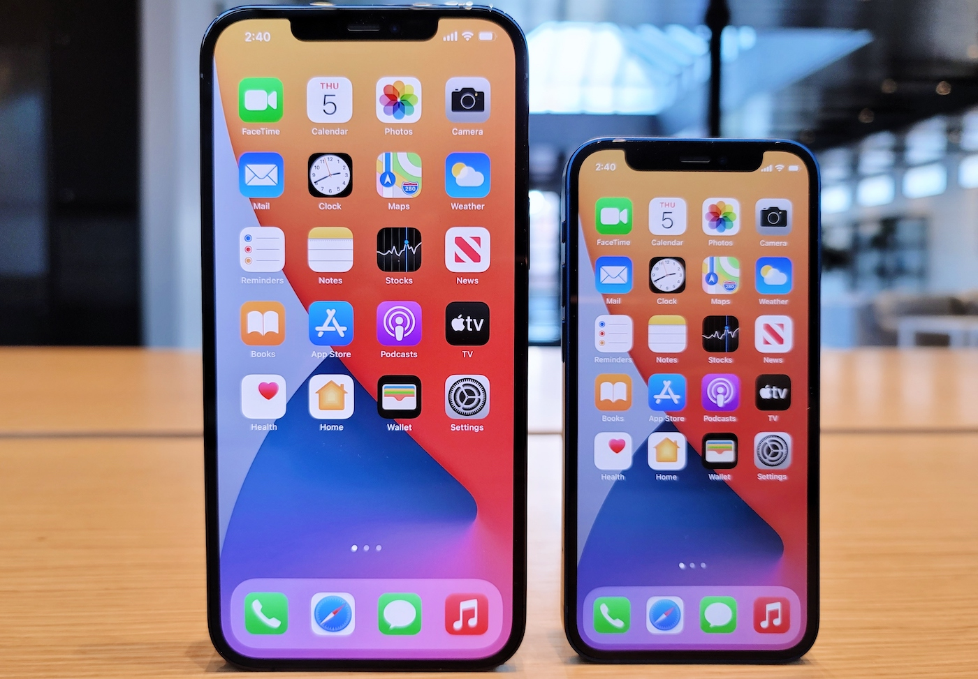 iPhone 12 Pro Max vs iPhone 12 mini - Les iPhone 12 mini et iPhone 12 Pro Max sont disponibles à l'achat