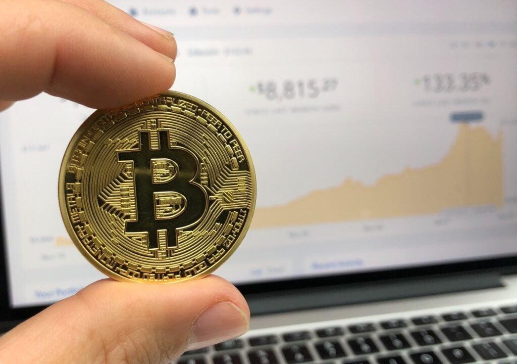 Le bitcoin dépasse pour la première fois les 34.000 dollars
