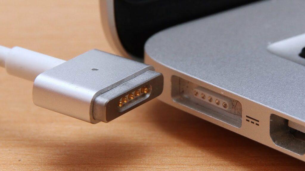 MacBook Pro 2021 : retour du MagSafe & fin de la Touch Bar selon des schémas fuités